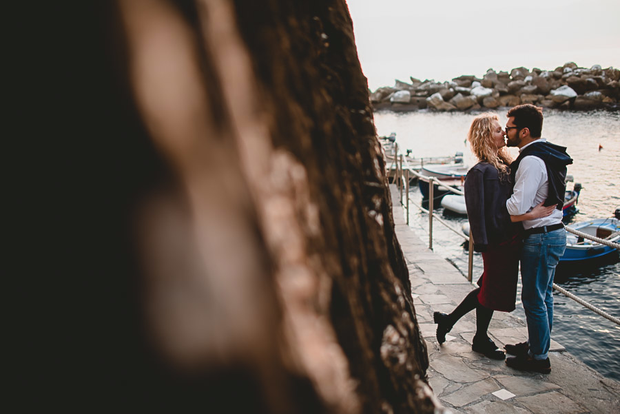 wedding proposal photographer cinque terre italy 1012