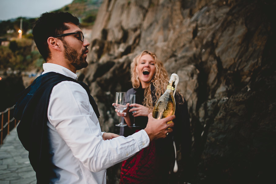 wedding proposal photographer cinque terre italy 1037