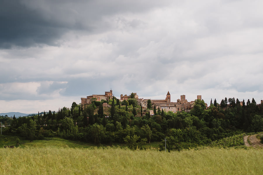 Romantic Italian elopement in Tuscany Photo / Countryside