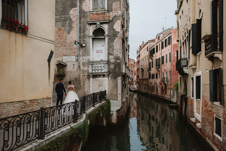 venice wedding photographer / bridal couple walking