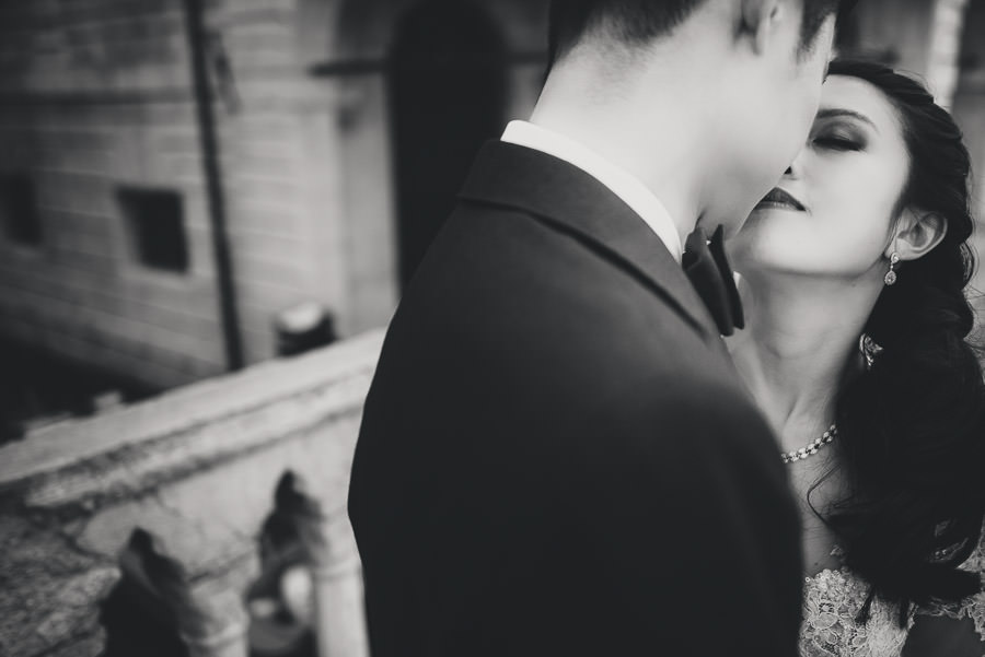 venice wedding photographer / sunrise pre wedding / bride intimate close up