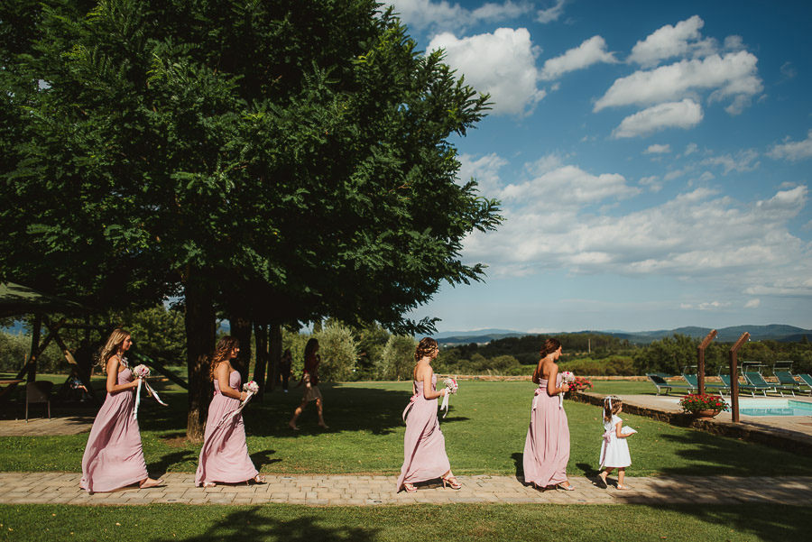 italian style outdoor wedding ceremony, Bride wlaking down the a