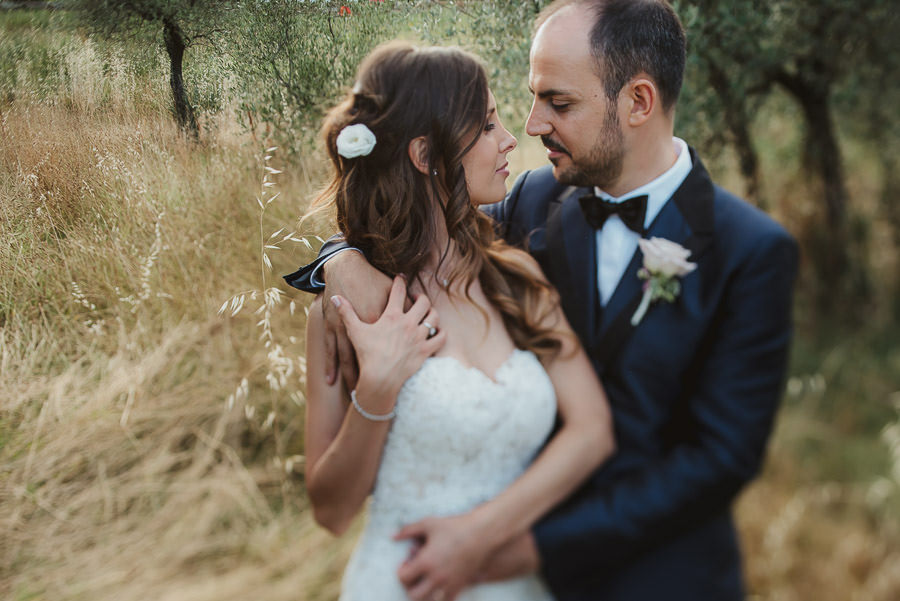 italian style outdoor wedding ceremony, bride groom love lsessio