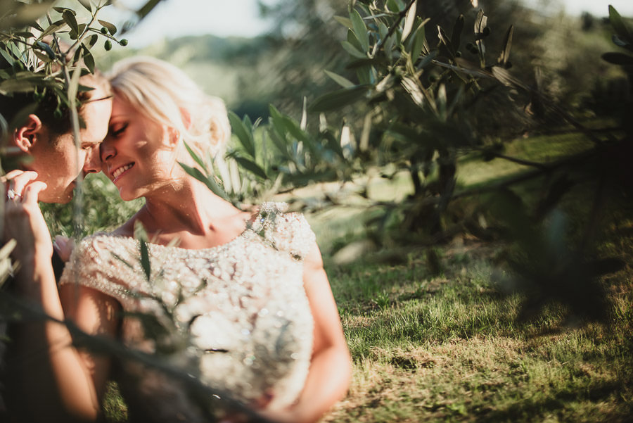 sunset intimate groom + bride portrait photography | Tuscany