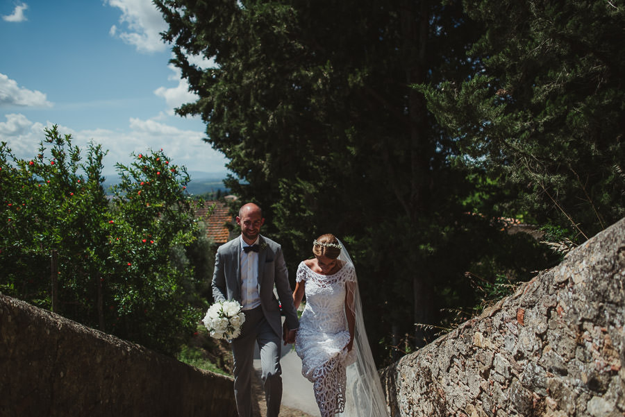 relaxed countryside wedding tuscany one lens photography 1052
