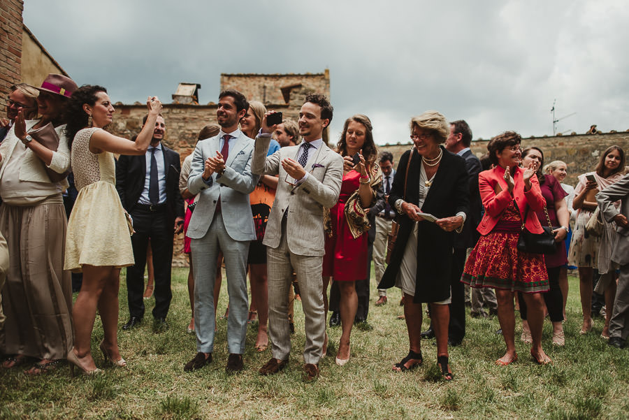 relaxed countryside wedding tuscany one lens photography 1079