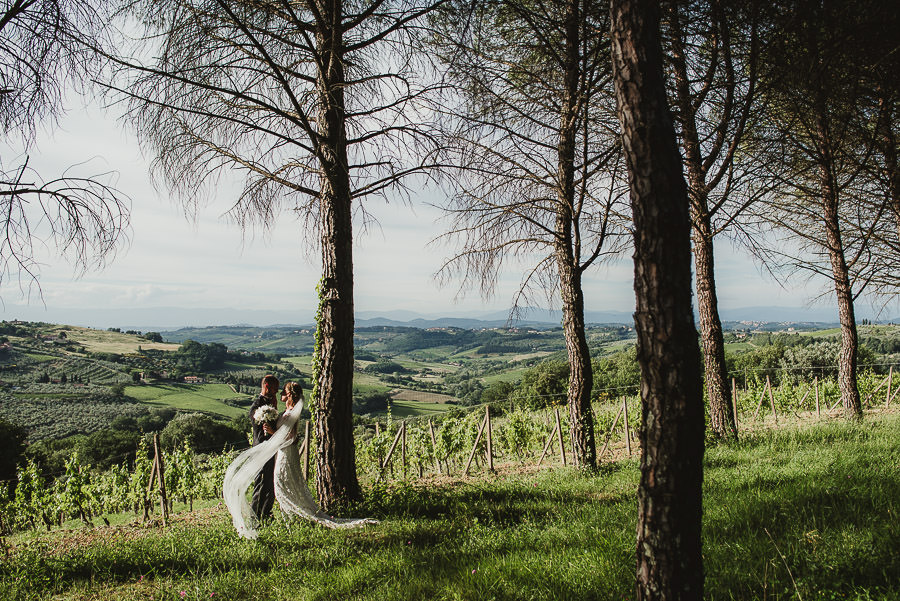 Relaxed Countryside Wedding in Tuscan Castle