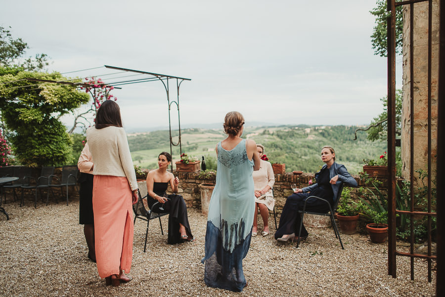 relaxed countryside wedding tuscany one lens photography 1155