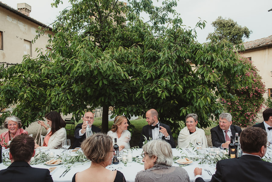 relaxed countryside wedding tuscany one lens photography 1161