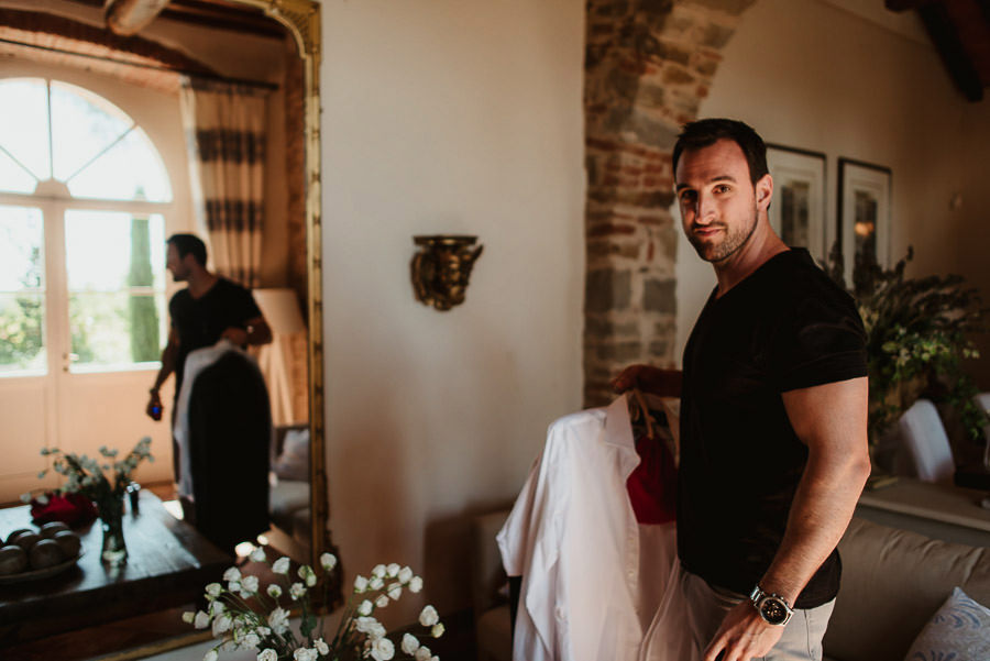 get married in Cortona Villa getting ready