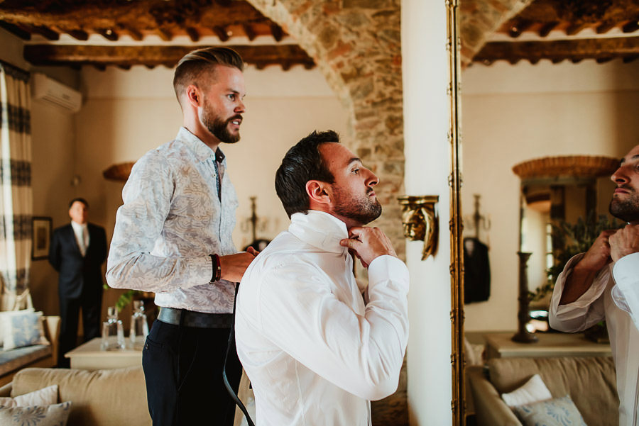 get married in Cortona Villa groom getting ready