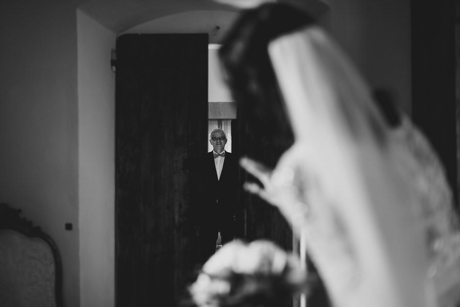 get married in Italy first look with dad