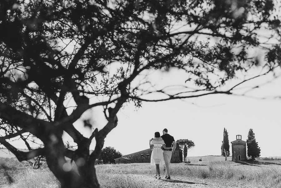 Wedding proposal inspiration proposing in tuscany photography