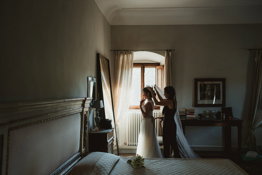 tuscany intimate wedding bride wear veil