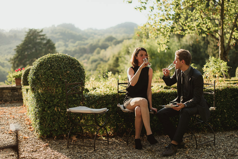 get married in Italy having fun at aperitif