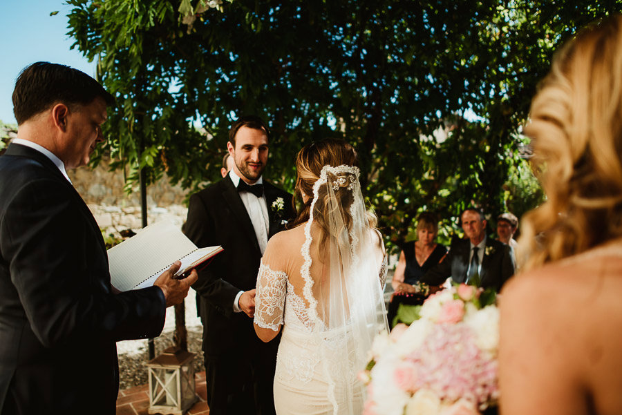 get married in Cortona Villa outdoor ceremony
