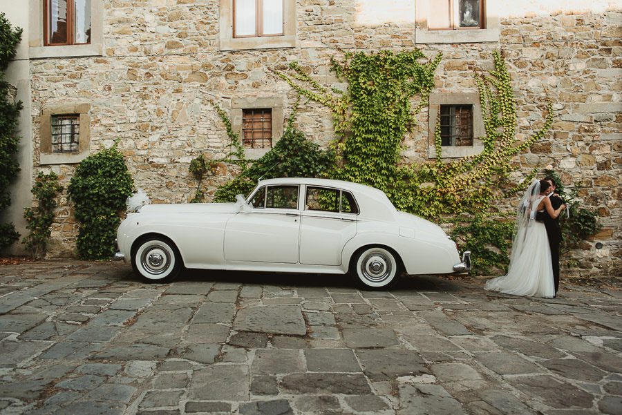 tuscany intimate wedding bride groom portrait with bentley