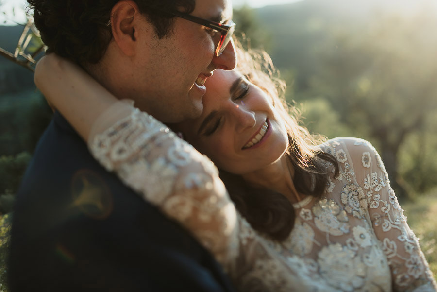 get married in Italy outdoor countryside bride groom intimate po
