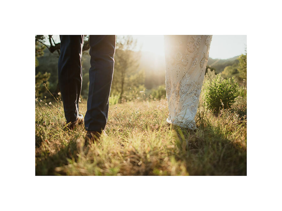 get married in Italy rTuscan countryside creative bride groom po