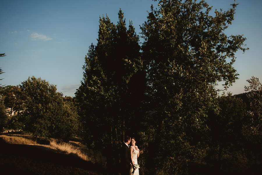 tuscany intimate wedding bride groom creative modern portrait