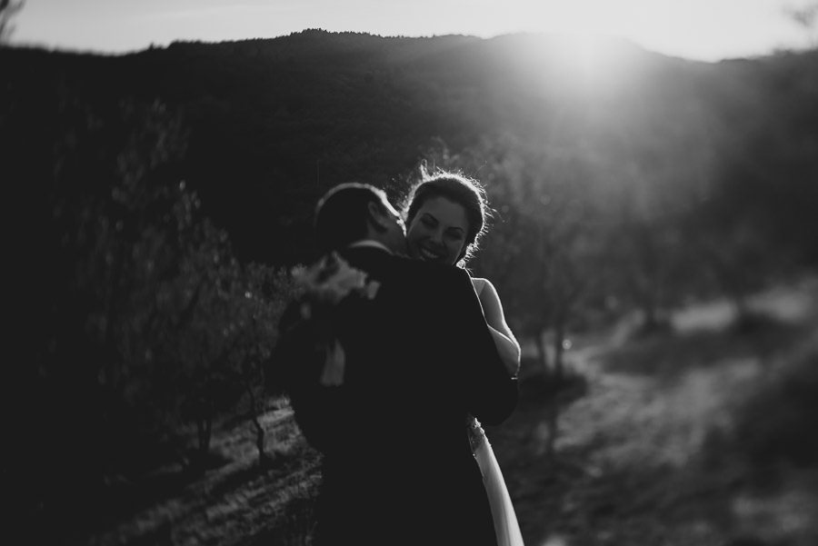 tuscany intimate wedding bride groom intimate relaxed portrait