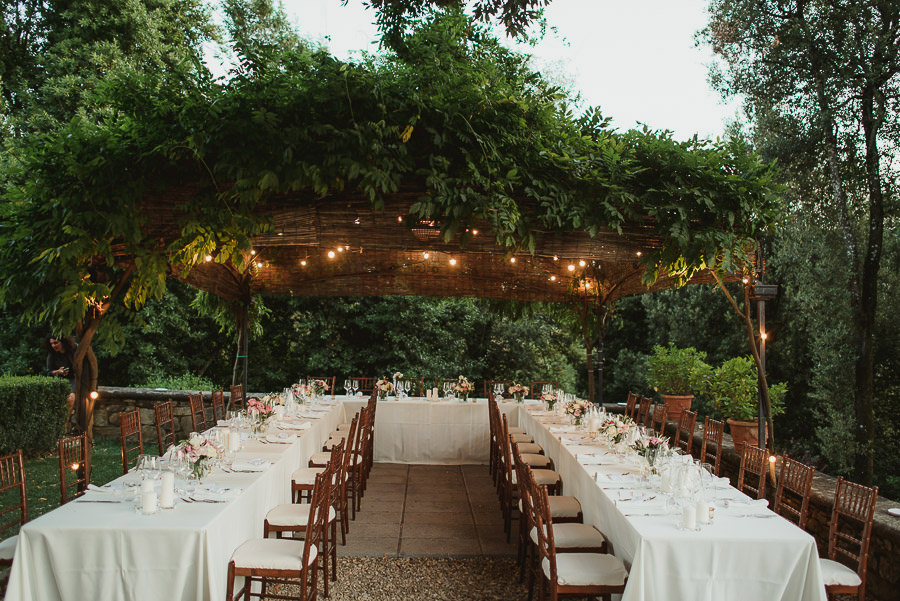 get married in Italy tuscany table setuf with candles flowers