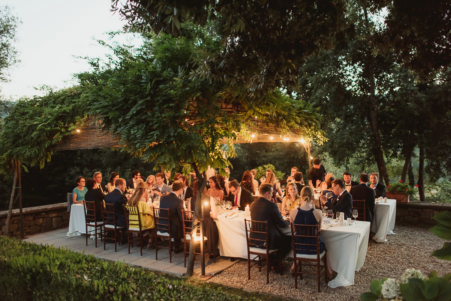get married in Italy cooking typical tuscan food on dinner