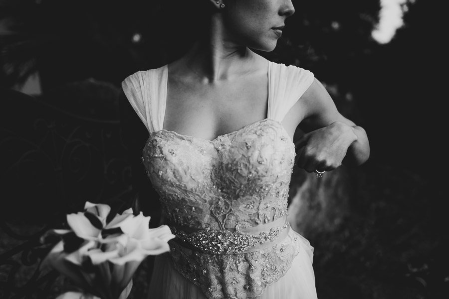 tuscany intimate wedding bride fashion portrait
