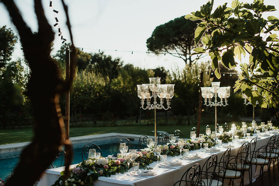 get married in Cortona Villa outdor dinner alfresco table decor
