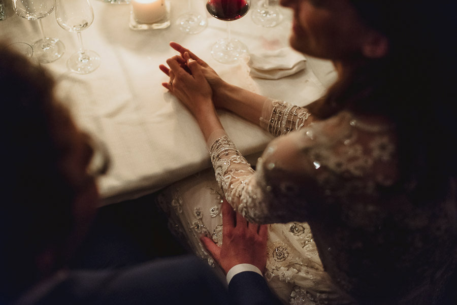 get married in Italy intimate emotion on dinner