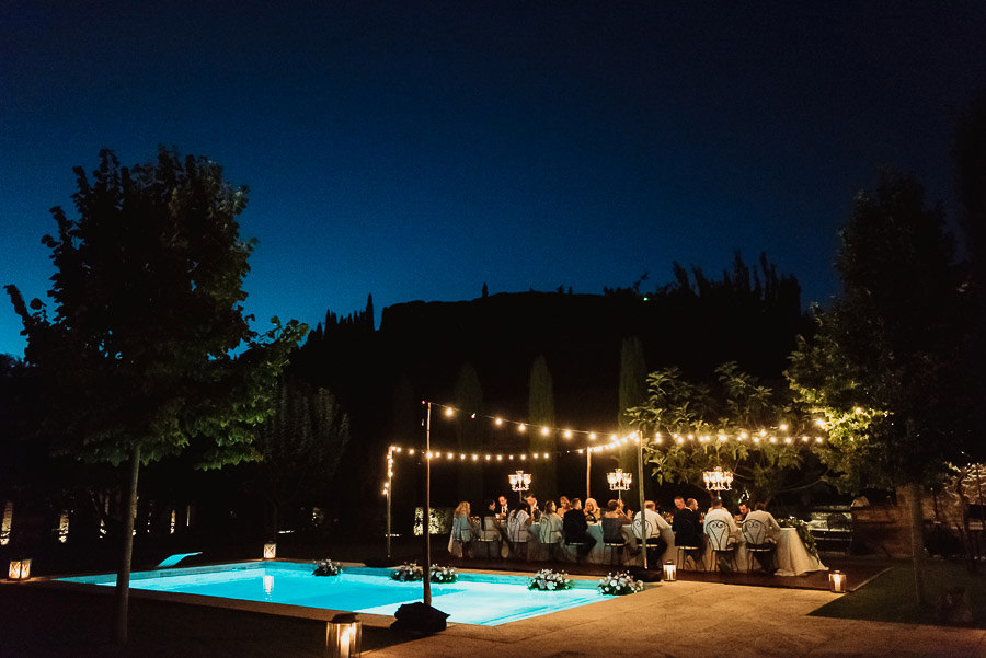 get married in Cortona Villa outdor dinner alfresco speaches gro