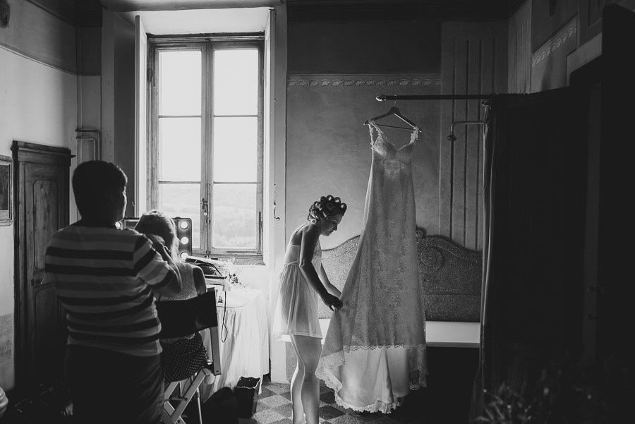 Borgo Sotmennano Wedding Photographer bride make up hair dressin
