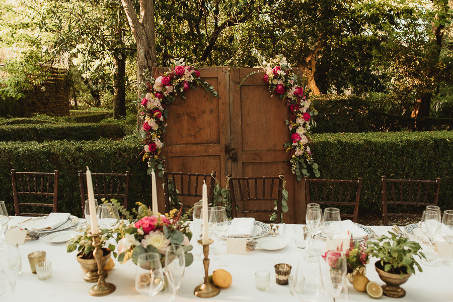 Borgo Sotmennano Wedding Photographer creatve table setup decor