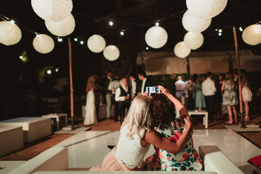 Borgo Sotmennano Wedding Photographer modern dance floor with gu