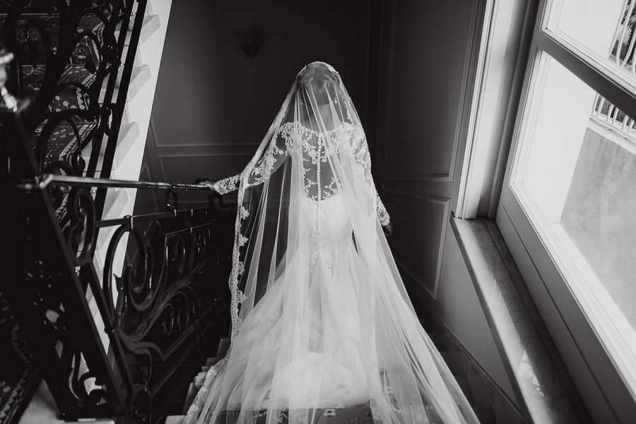 Sirmione Wedding photographer wedding dress