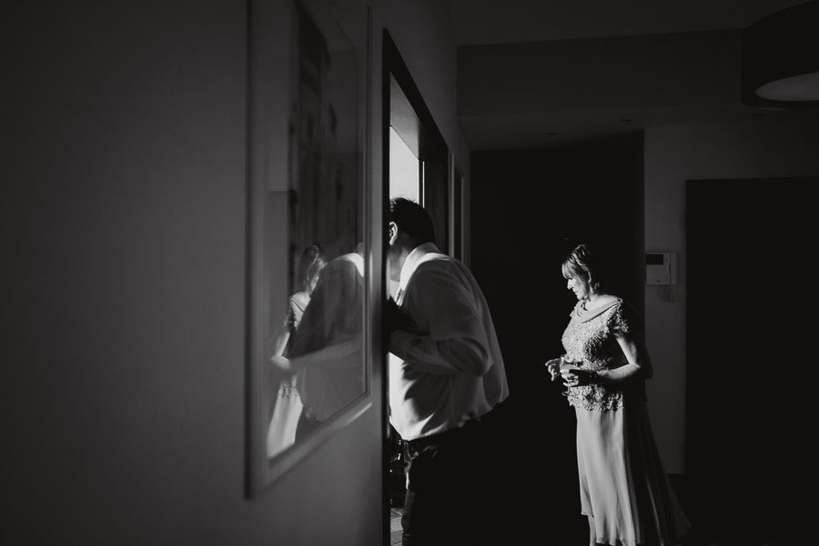 tuscan seaside wedding photographer bride groom getting ready