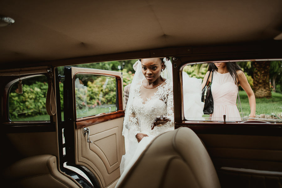 Sirmione Wedding photographer crossing sirmione vintage car