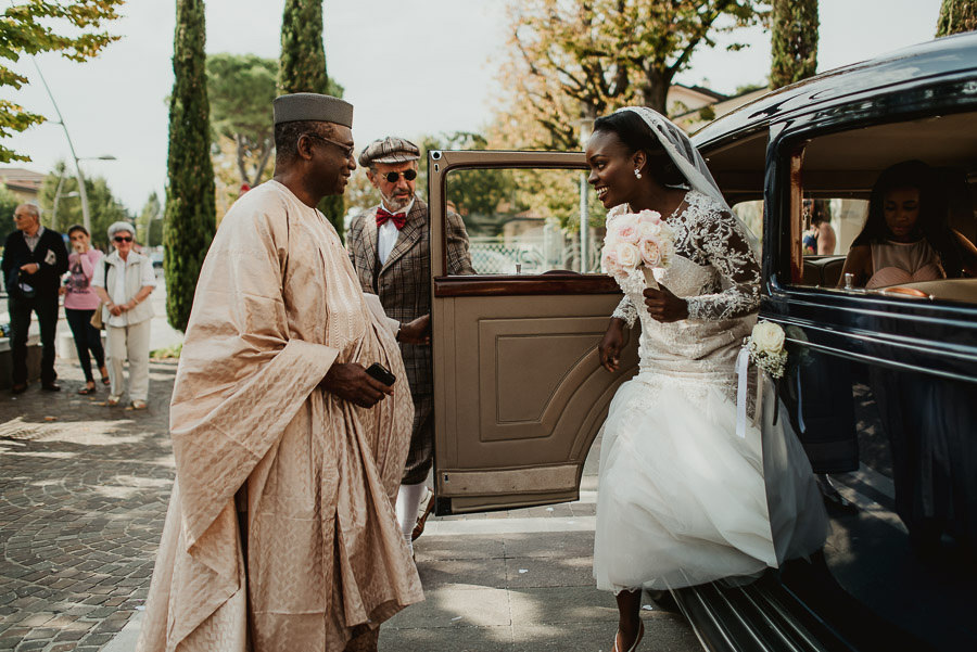 Sirmione Wedding photographer typical africa wedding dress