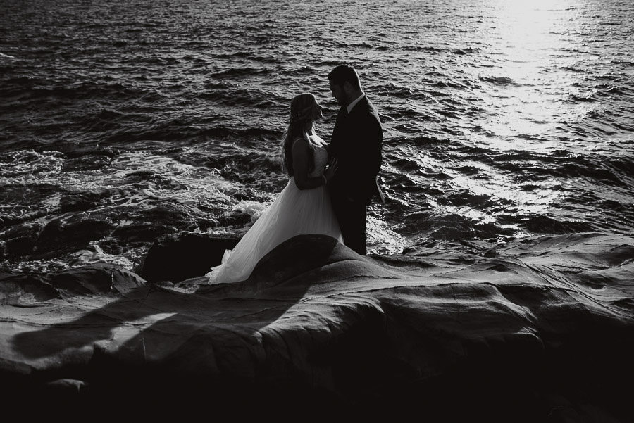 tuscan seaside wedding photographer bride groom intimate candid