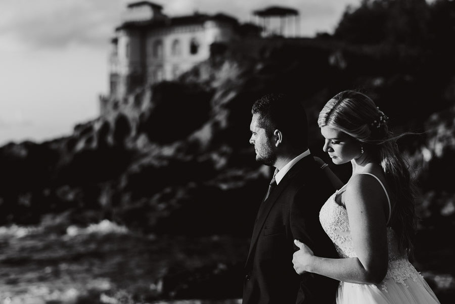 tuscan seaside wedding photographer bride groom sunset romantic