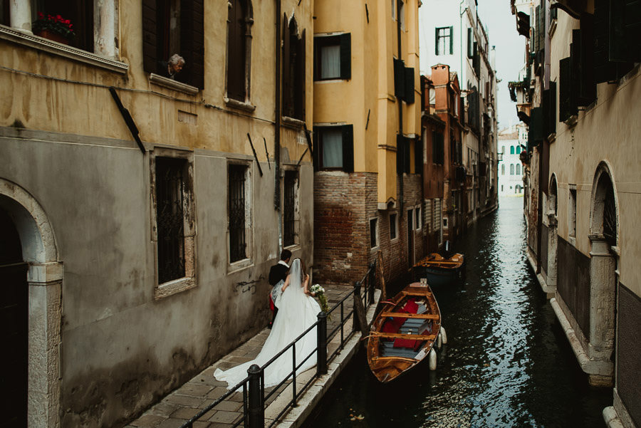 014 winter wedding in venice photography first look timeless