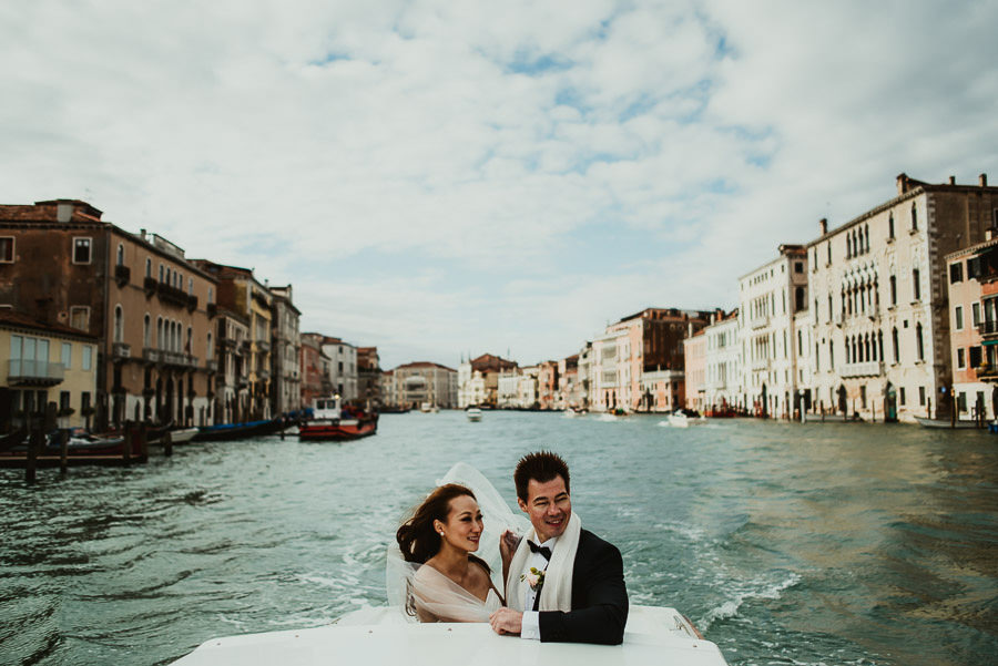 018 winter wedding in venice photography boat trit to ceremony venue