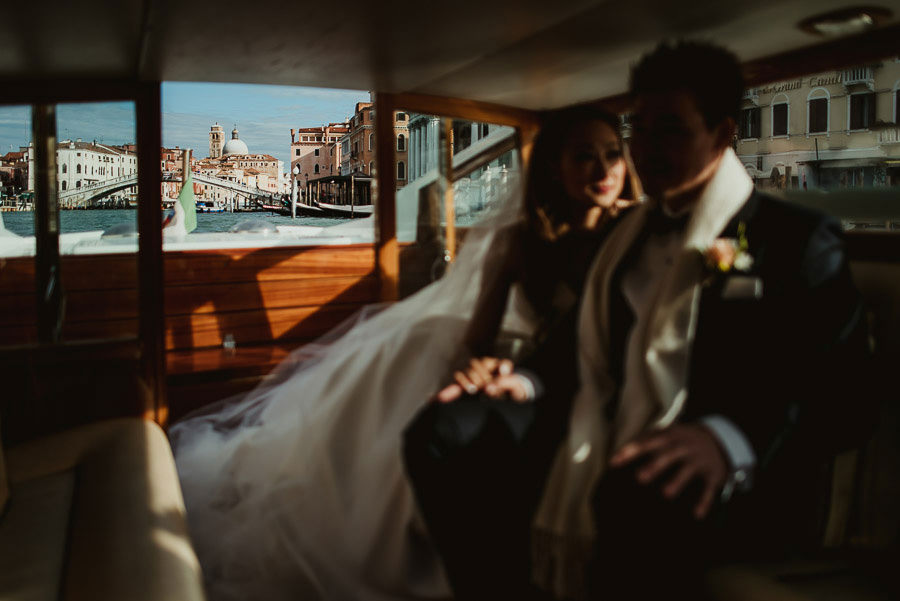 021 winter wedding in venice photography boat trip to ceremony palace