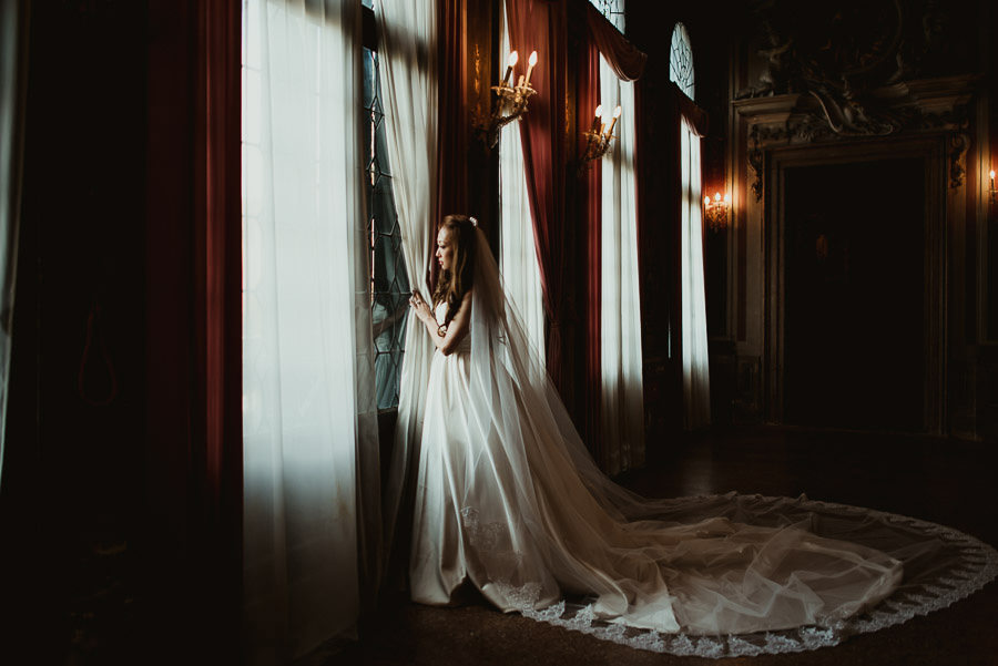 043 winter wedding in venice photography armeno moorat raphael bride portrait