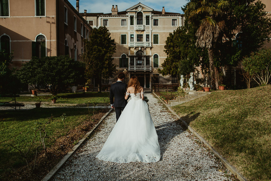 056 winter wedding in venice photography armeno moorat raphael bride groom portrait