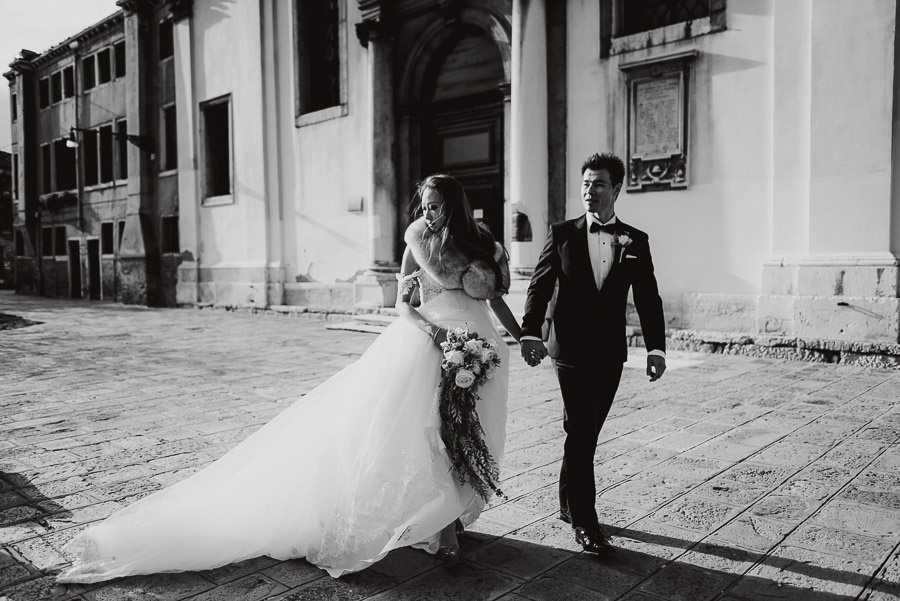 063 winter wedding in venice photography bride groom walking