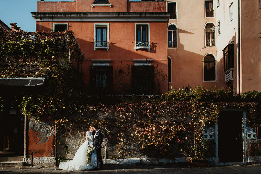 066 winter wedding in venice photography bride groom winter light
