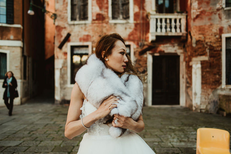079 winter wedding in venice photography bride portrait