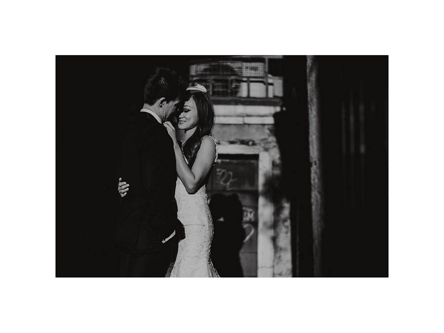 090 winter elopement in venice photography bride groom black white portrait light