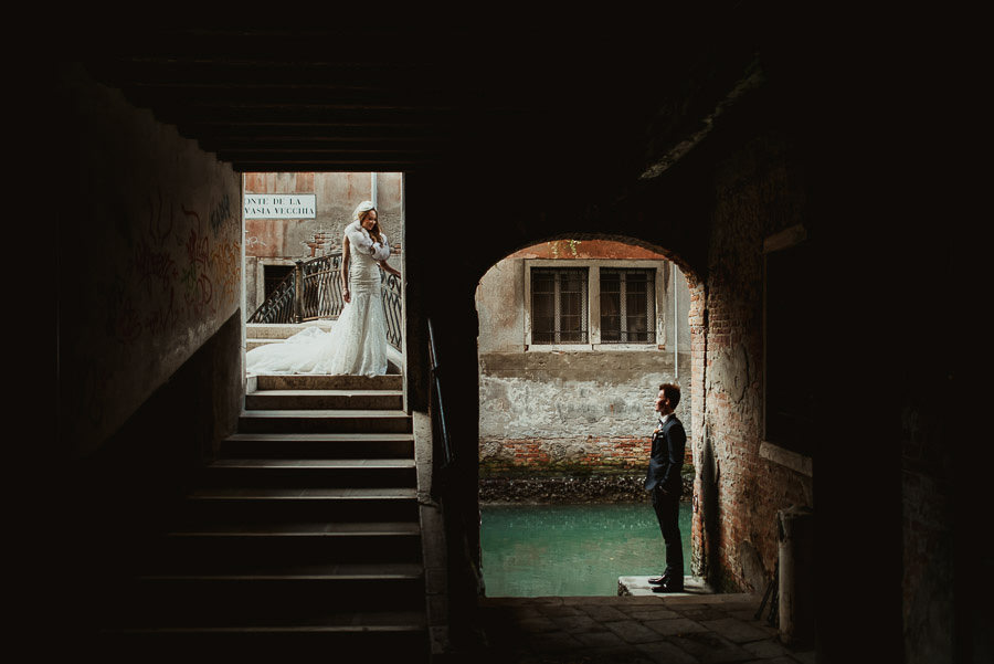 092 winter wedding in venice photography bride groom creative portrait